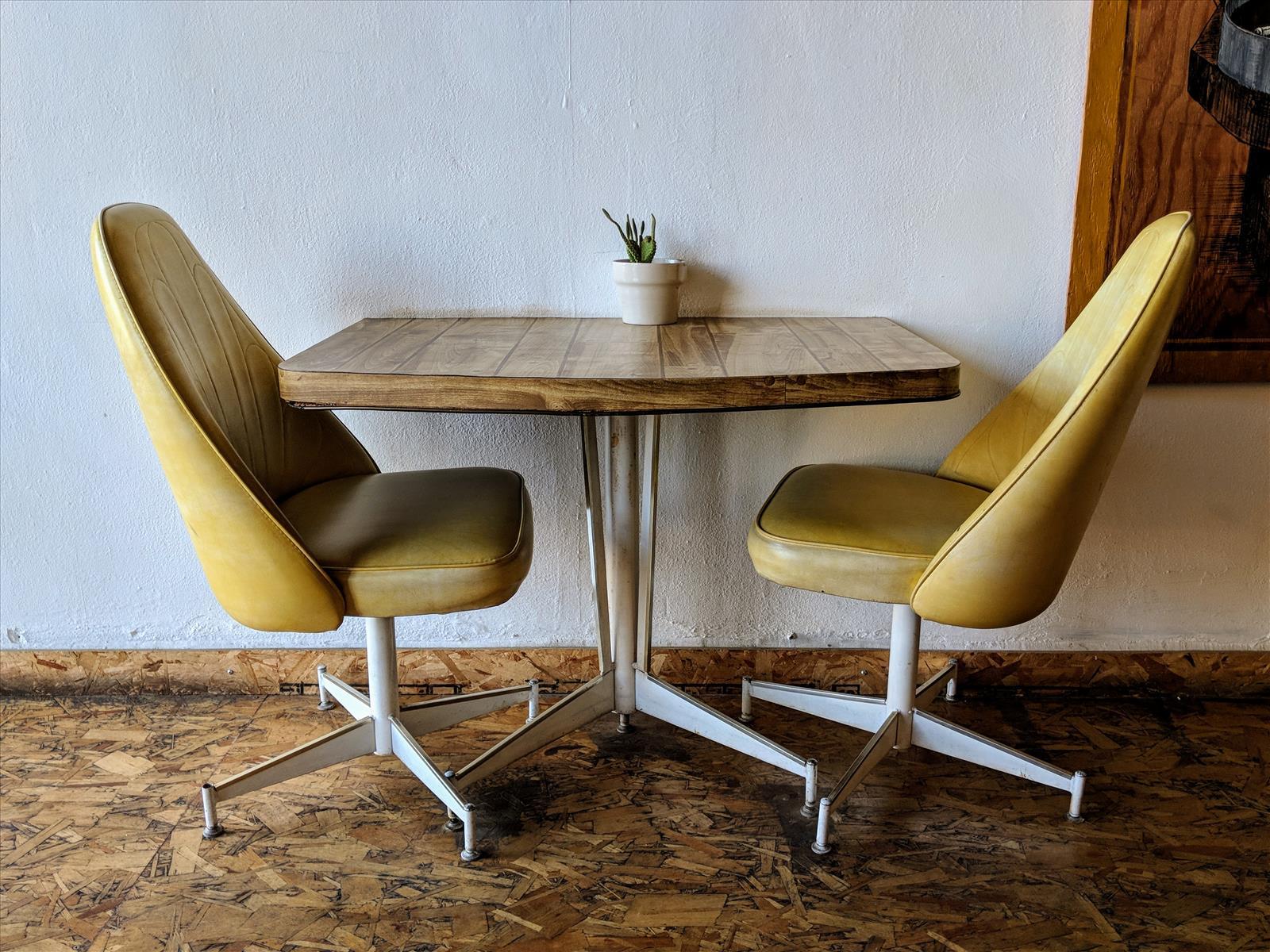 Mesa y Sillas, lugar para reuniones